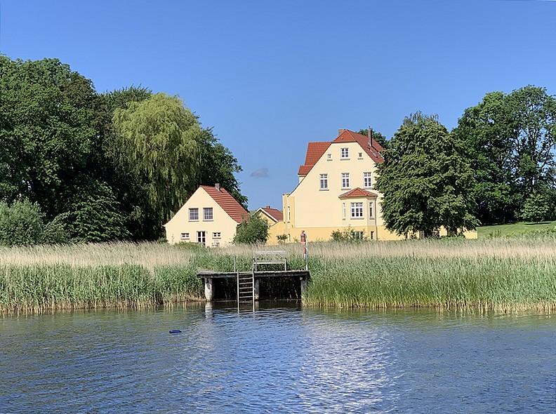 Ferienhaus Remise links neben Gut Grubnow