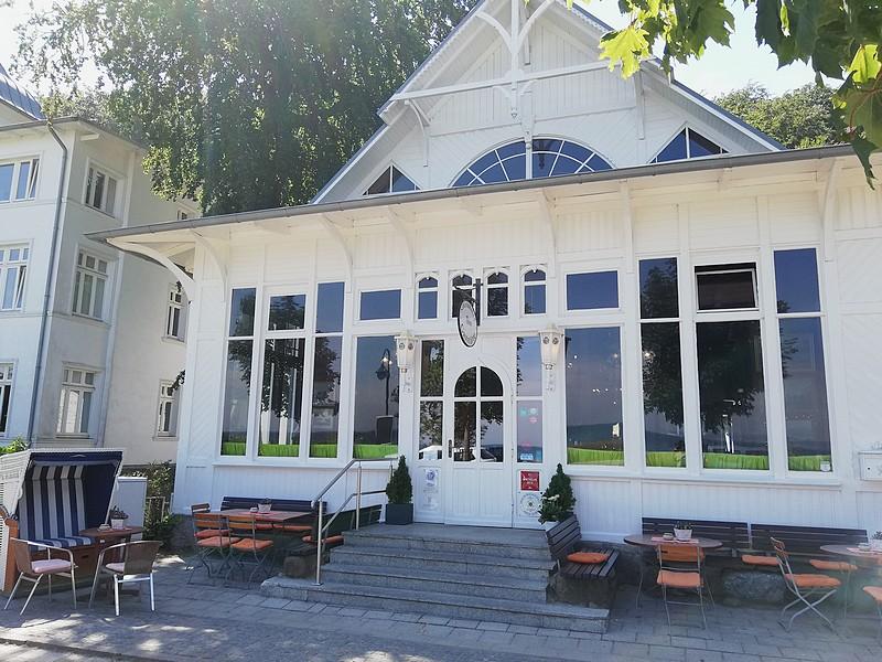 In erster Reihe in Binz: Die Strandhalle