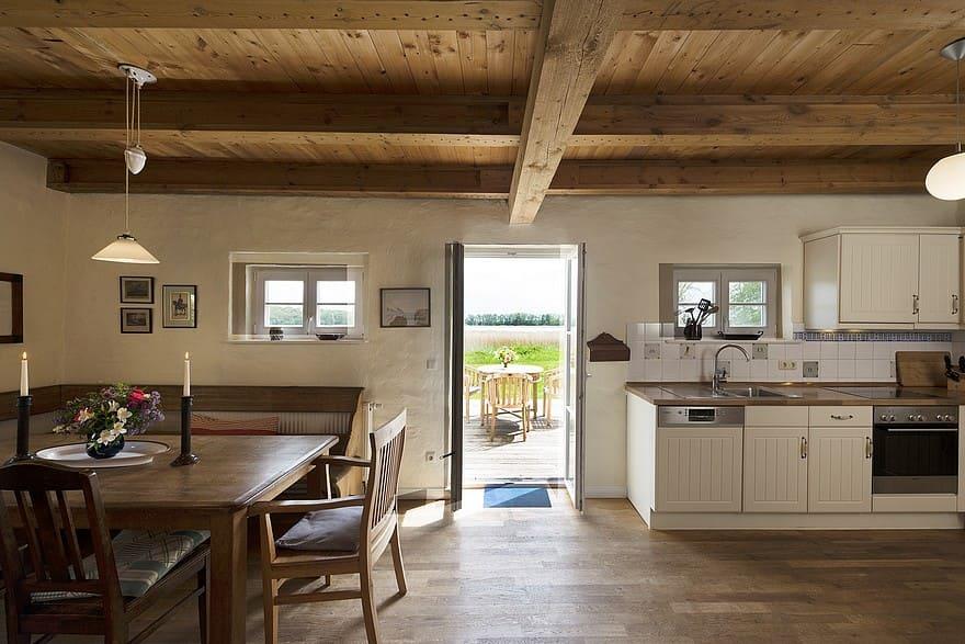 Ferienhaus Remise Küche und Essbereich